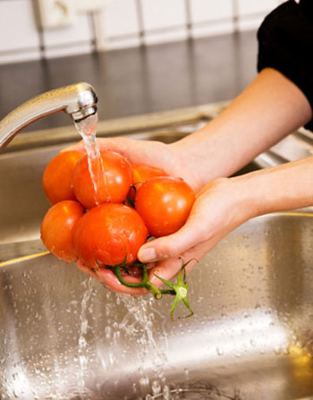 Healthy cooking and food care tips washing fruits and vegetables lucinda bedogne cnhp cnc - Foods never wash cooking ...